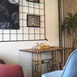 カフェ&ダイニング グデン - 店内の一部