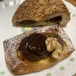 ブレッドマン - 料理写真:カレーパンとクリのデニッシュ