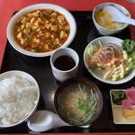 中華料理 東王 - 料理写真:Aランチ(麻婆豆腐) 700円