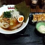 餃子の十兵衛 - 『 らーめん餃子定食 』 980円    ( 日曜日・得のせデー) ( 小鉢は、ポテトサラダ選択 )