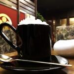 若松 - 不思議なフォルムのカップ