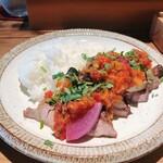 ワインショップ&ダイナー FUJIMARU - もち豚の炙り焼き オリーブとトマトのソース