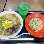 金久右衛門 - ◆味噌豚骨ラーメン・セットチャーハン(小)・メロンソーダ◆♪