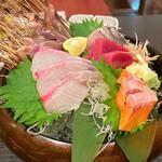 鮮魚とおばんざい 浜金 - 刺身盛り 鮮魚自慢だけあって新鮮です