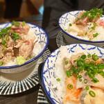 鮮魚とおばんざい 浜金 - お茶漬け サーモンやブリが乗ってます。わさび多目が乙です