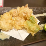 鮮魚とおばんざい 浜金 - タラ白子の天ぷら 今シーズン初です。中身はトロトロ。冬ですね〜