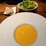 ROASTER - バターナッツの温製スープ 天然酵母パン サラダ