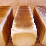 オリバー - 食パンは朝9:30頃焼きあがります!