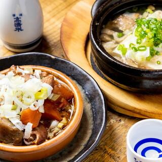 串兵衛名物料理『味噌もつ煮込み』など、お酒との相性抜群!