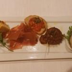 14036282 - 前菜。岩牡蠣美味しかった。食べれない人は替えてくれます。