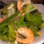 炭火焼鳥 風 - 夏の香味野菜と海老のエスニックサラダ