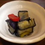 炭火焼鳥 風 - お通し 茄子とピーマンの煮物