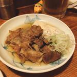 にこみちゃん - すじ肉の煮込み(豆腐入り) おでんのような出汁で煮込んでいる