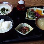 やまびこ茶屋 - 山菜とろろ定食 1350円