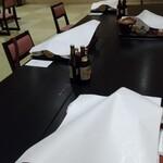 御宿 東鳳 - テーブルはソーシャルで凸凹に座りやす!