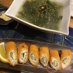 鶏肉専門焼肉7/8 - わかめスープと鶏肉とチーズと大葉巻きのカツ