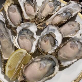 厳選!日本各地より毎日直送される、新鮮な<生牡蠣>に舌鼓。