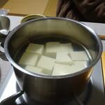 佐嘉平川屋 - 温泉豆腐 火にかけたところ