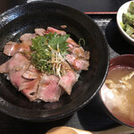 近江や - ローストビーフ丼