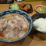 めん丸 - 料理写真:味噌チャーシュー(税込946円)+唐揚げセット(税込204円)