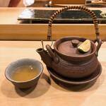 鮨處つの田 - 松茸と鱧の土瓶蒸し