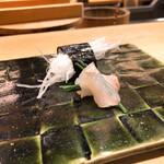 鮨處つの田 - 平目の小ネギ巻きと刺身のツマの海苔巻き