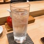 鮨處つの田 - 麦焼酎の水割り