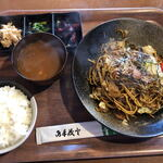 キッチン さくらや - 料理写真:焼そば定食(730円税込)