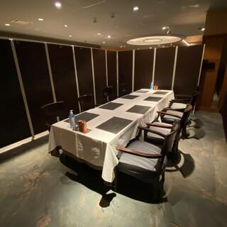人気のプライベート空間「半個室/パーテーション囲み席」