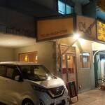 大連 - 店の横には、駐車場が2台分確保されてます。