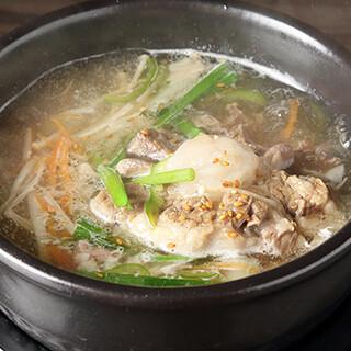 じっくり煮込んだ自慢のテールスープ。お得な宴会プランもご用意