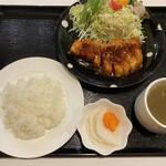 にく祥 - 料理写真:新潟産越の姫豚ローストンテキ200g¥968(税込) 洋食セット¥418(税込)合計¥1386(税込)