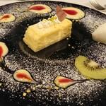 140447669 - ◇デザート チーズケーキに纏わせるのはカスタードクリームとベリーソース。さっぱり果実シャーベットとの相性もnice。