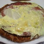 マクドナルド - ソーセージ見たかったので、上のパンをはがしてみました (''