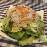 サムシング ベッラ ジョイア - 山盛りサラダ