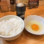 ラーメン ソレナリ - 燻製醤油の玉子かけごはん