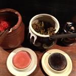 極太野菜味噌 ○助 - 卓上も、紅生姜、辛子高菜とお決まり博多セット