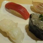 14046721 - 上にぎり(1800円)の白魚とマグロの赤身