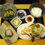 14049927 - ブリ窯定食。700円。ご飯、お吸い物お替り無料。
