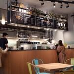 グロリアス チェーン カフェ - カウンター