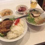 140495912 - 【油淋油淋豚カツレツ丼+半ラーメン】(700円税込)