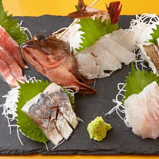 鮮度に自信あり☆大船渡市場直送の鮮魚を刺し盛りで提供