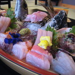 海の庭 - 料理写真:地魚舟盛(これで2人前!!)