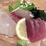 いろり - 造り盛合せ3種、カツオ・剣先イカ・イサキ