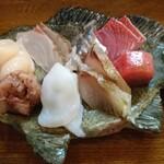 津軽海峡を渡って来た男 あきら - 8種の刺身膳 アップ