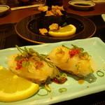 魚河岸料理 うおぎん - とらふぐチリにぎり 315円(二貫)