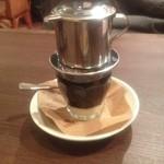 ハノイのホイさん - 練乳たっぷりのベトナムコーヒー。