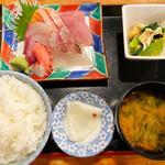 魚正宗 - 刺身定食 ¥900 ご飯大盛り無料。育ち盛りのアラフィフには嬉しい