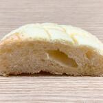 ともえやベーカリー - バターメロンパン断面