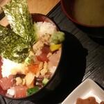 140522940 - 漁丼 味噌汁お代わり可